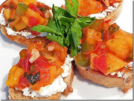 Crostini Peach Goat Cheese