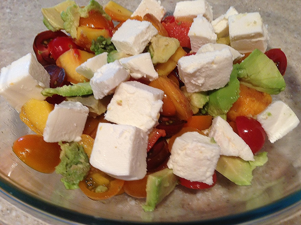 How to cook a caprese salad in the spirit of the Italian tradition